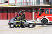Firefighters freed a wounded trapped in car after a traffic acci — Stock Photo
