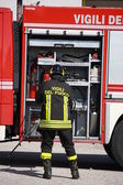Firefighters prepare for the tools from the truck during a serio — Stock Photo
