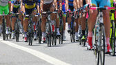 Cyclists with sports during abbiglaimento during a challenging r — Stock Photo