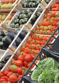 Boxes full of fresh fruits and vegetables at market 4 — Stock Photo