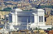 Enorme vittoriano monumento dedicado a vittorio emanual ii rei — Foto Stock