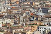 Cúpulas, campanarios, iglesias, palacios, cubiertas, vista de Roma del aire — Foto de Stock