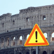 Road sign of attention for the rockfall from the Colosseum — Stockfoto