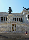 Immense white monument called Vittoriano dedicated to King of i — Stock Photo