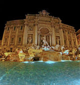 Night view of the famous Trevi fountain in Rome — Stock Photo