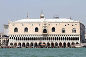 Palazzo ducale in Venice in Italy with crowds of tourists 2 — Stock Photo