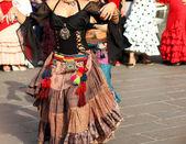 Expert de danseurs de flamenco et espagnol danse avec costumes élégants — Photo