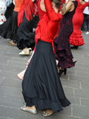 Flamenco dancers expert and dance with elegant period costumes — Stock Photo