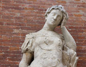 Statue with headaches with brick background — Stock Photo