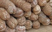 Salami en soppressa verkocht in de kraam op de markt — Stockfoto