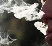 Anéis de fumaça de cigarro densa — Foto Stock