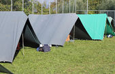 Tents set up in a campground in Meadow Green — Stock Photo