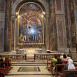 Religious faithful pray at the tomb of Pope John Paul II — Stock Photo