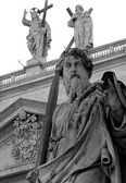 Saint Paul with sword drawn in Vatican City — Stock Photo