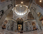 Dome in the giant Basilica of Saint Peter in Vatican — Stock Photo