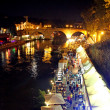 Lungotevere in Rome with night scenes and people among the bars — Stock fotografie