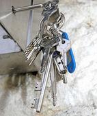 Trousseau de clés de serrures de portes ouvertes — Foto de Stock