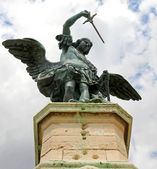 Bronze statue of an Angel on top of the castle of Sant'Angelo — Stock Photo