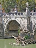 Tiber River and Saint Angel Bridge — Foto de Stock