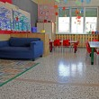 Blue sofa and Red chairs in a class of a kindergarten — 图库照片