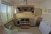 нержавеющая сталь кухня для приготовления пищи детей в t — Стоковое фото