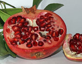 Pomegranate red ripe with beans very juicy 1 — Stock Photo
