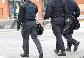 Helmet, uniform, Bulletproof jacket, cops in riot gear — Stock Photo