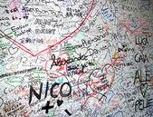 罗密欧与朱丽叶 》 在房子的墙上爱的讯息 — 图库照片