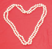 Pearl Necklace in the shape of a heart 2 — Стоковое фото