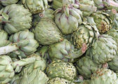 Artichokes for sale at vegetable market 9 — Стоковое фото
