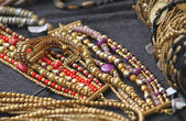 Ancient gold jewelry and precious jewels for sale — Stock Photo