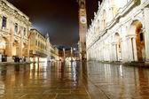 Night view of the marvellous Piazza dei Signori in vicenza in It — Stock Photo