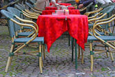 Red tablecloth over the tables of a cafe to open in a European c — Stock Photo
