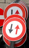 Road signs with black arrows and the Red arrows — Stockfoto