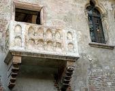 Balcão em mármore da casa de julieta em verona — Foto Stock