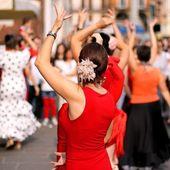 Dancers expert and Spanish dance — Stock Photo
