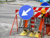 Road signs with a large arrow to identify the place of work in p — Stock Photo