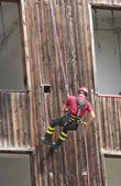 Brave fireman you haul in the wall of the House abseiling during — Stock Photo
