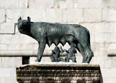 Capitoline Wolf suckling the twin founders of ROME — Stock Photo