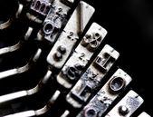 Brief & sleutel teken binnen een oude mechanische schrijfmachine itali — Stockfoto