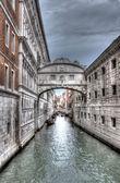 Bridge of sighs in Venice in black and white in HDR — Stock Photo