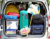 Suitcase in the trunk of the car for family vacations — Stock fotografie