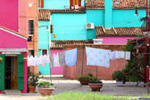 Drying laundry in the middle of the courtyard  of Burano Island  — Stockfoto