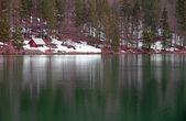 Sjön av fusine med hyddan på stranden — Stockfoto