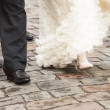Bride and groom walking — Stock Photo