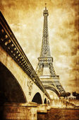 Eiffel tower vintage retro view from Seine river, Paris — ストック写真
