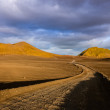 Road with the horizon in Landmannalaugar mountains — Stok fotoğraf