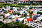 Widok ptaka miasta reykjavik kolorowe domy — Zdjęcie stockowe