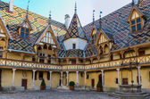 Beaune Hotel Dieu colorfu roofs — Stock Photo