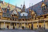 Beaune Hotel Dieu colorfu roofs — Stock Photo